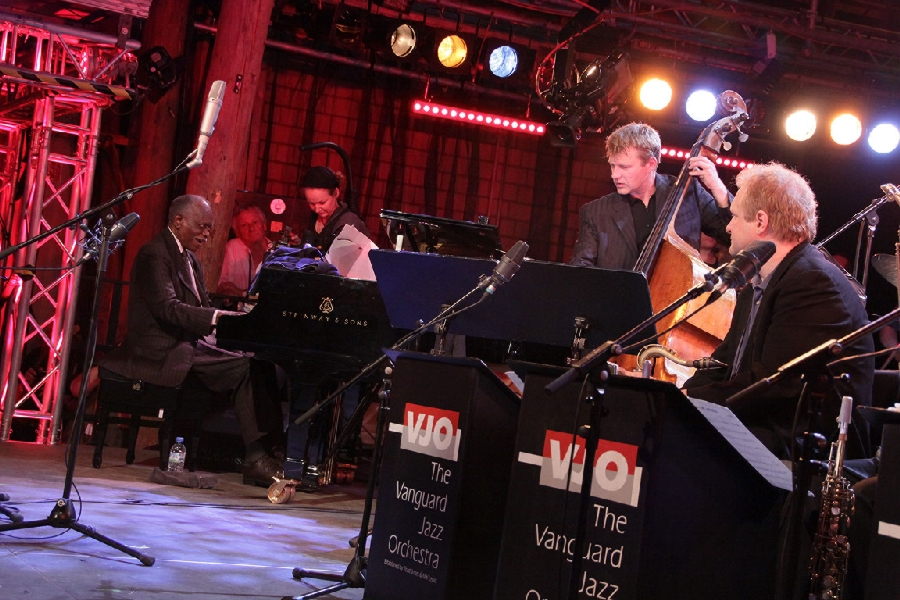 Hank Jones sitting in with the Vanguard Jazz Orchestra 2009